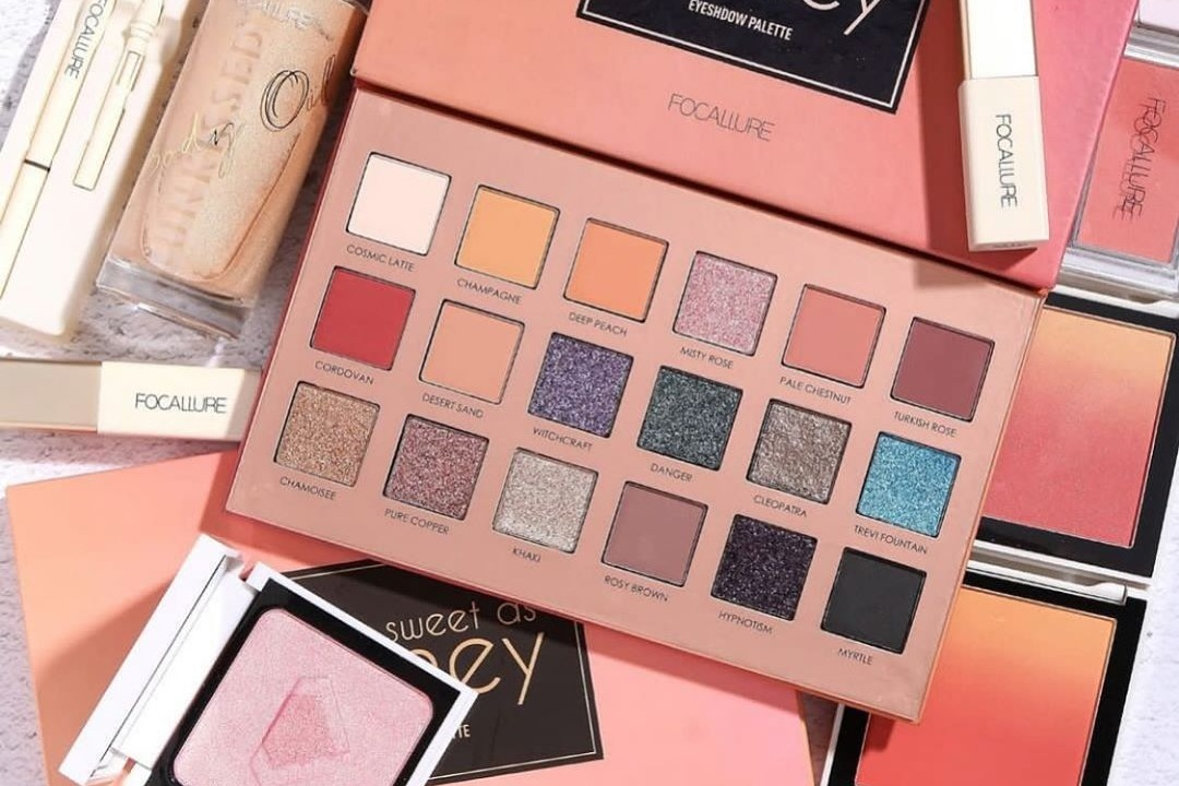 palette dan Harga Perlengkapan Make Up Lengkap