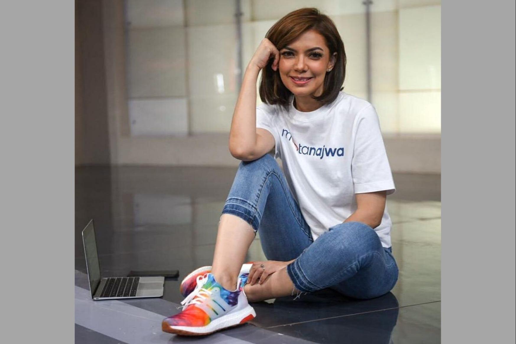 Ini Harga 9 Sneakers Keren yang Dipakai Najwa Shihab. Dari Ratusan ...