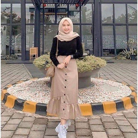 8 Ootd Style Hijab Santai Dengan Celana Dan Sweater Womantalk