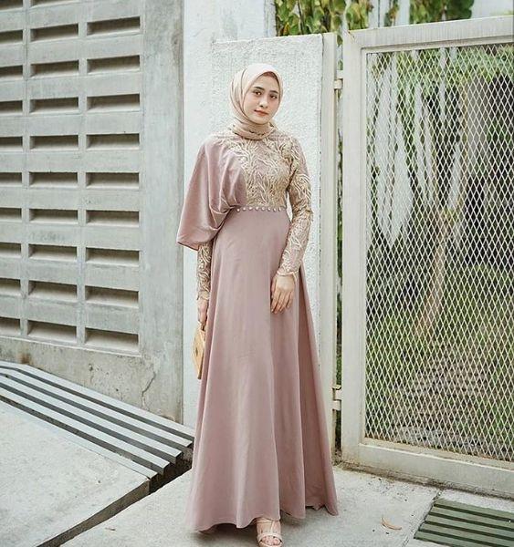 8 Ootd Model Dress Brokat Kombinasi Buat Pesta Womantalk