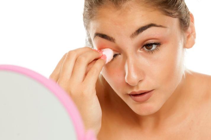 5 Makeup Remover Brand Kosmetik Lokal Untuk Membersihkan Maskara Waterproof  - Womantalk