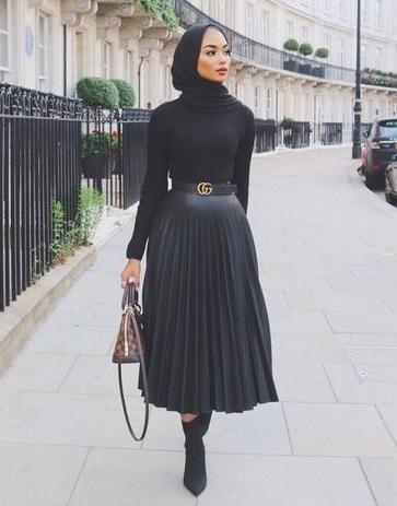 OOTD Rok Plisket, OOTD Hijab Rok, Padukan Rok Pliset dengan atasan Hitam lengan panjang