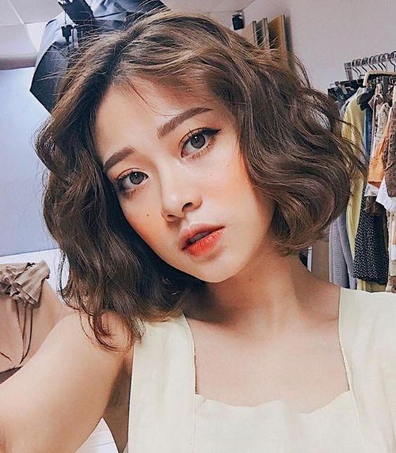 7 Model Rambut Keriting Ala Korea Untuk Wajah Bulat Womantalk