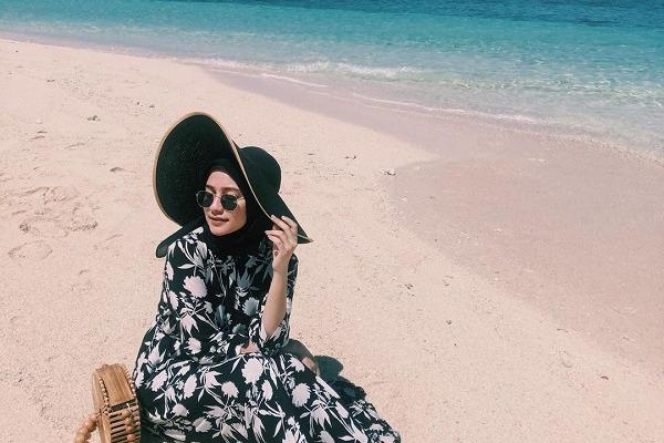 Inspirasi Style Ootd Ke Pantai Untuk Hijaber Womantalk