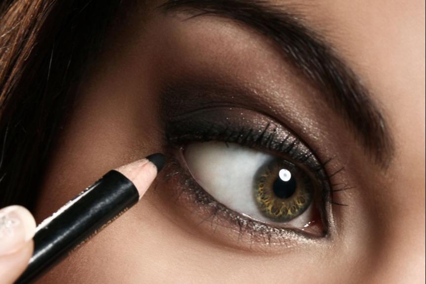 Cara Mudah Memakai Eyeliner Pensil Untuk Pemula Womantalk