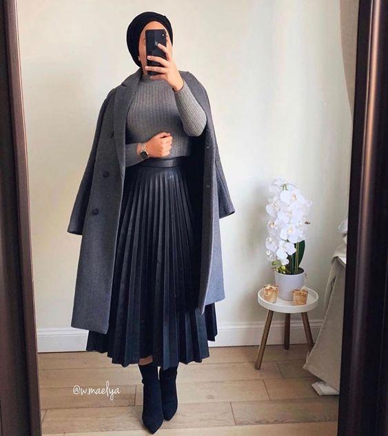 OOTD Rok Plisket, OOTD Hijab Rok, Padukan Rok Pliset dengan atasan turtle neck dan long coat