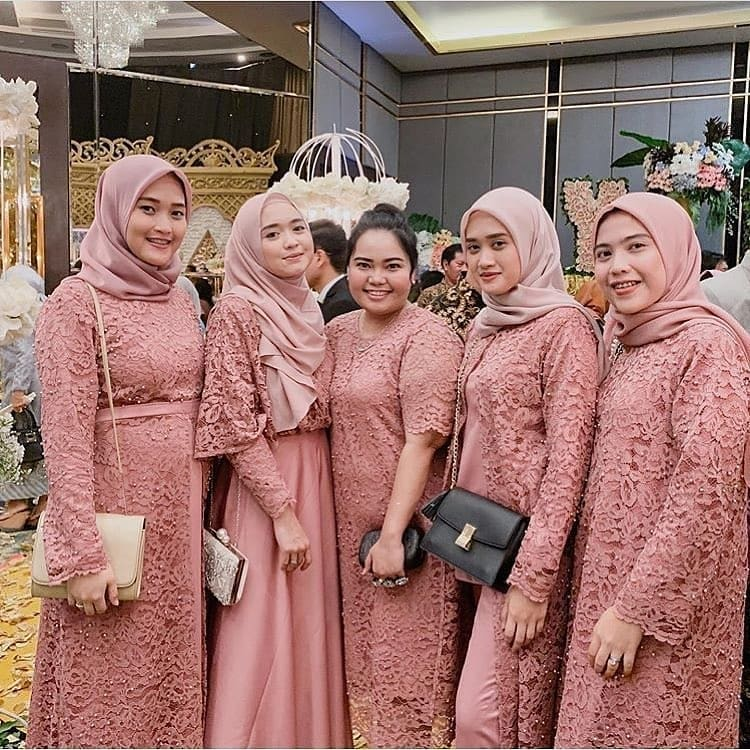 8 Warna Serta Model Gaun Bridesmaid Tercantik Termasuk Untuk Hijaber Womantalk