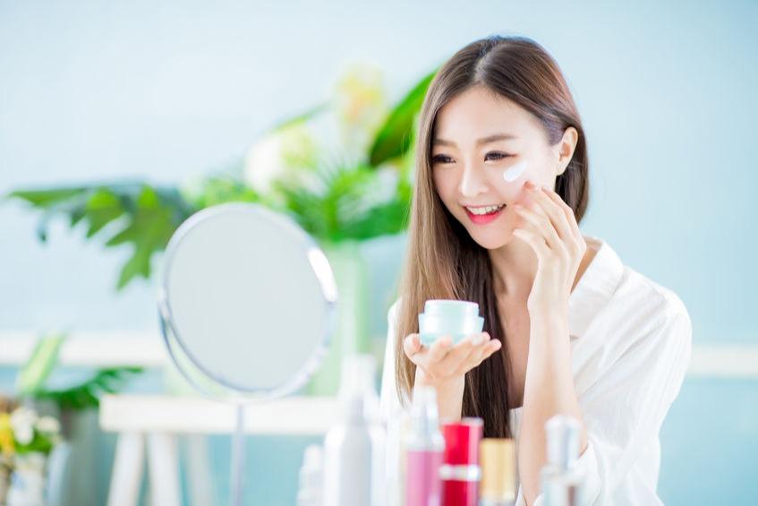 Tutorial Make Up Korea penggunaan Moisturizer dan  Sunscreen